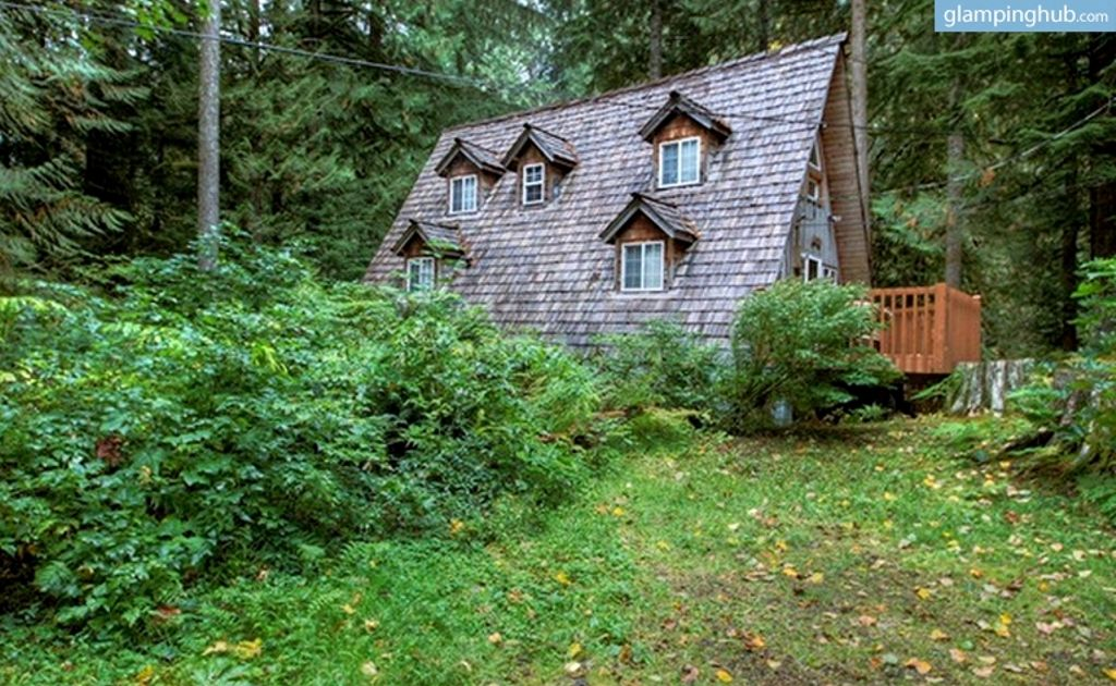 cabin along the way of one of the best road trips in USA on Pacific Highway