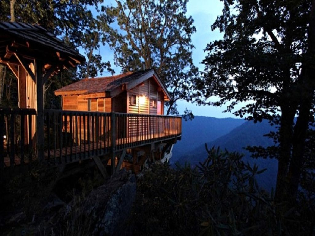 view of treehouse hotel Virginia has on offer