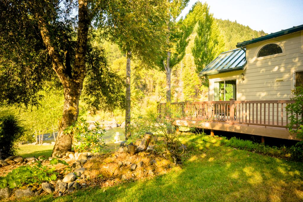 where to spend new year's eve in California: river cottages for family breaks