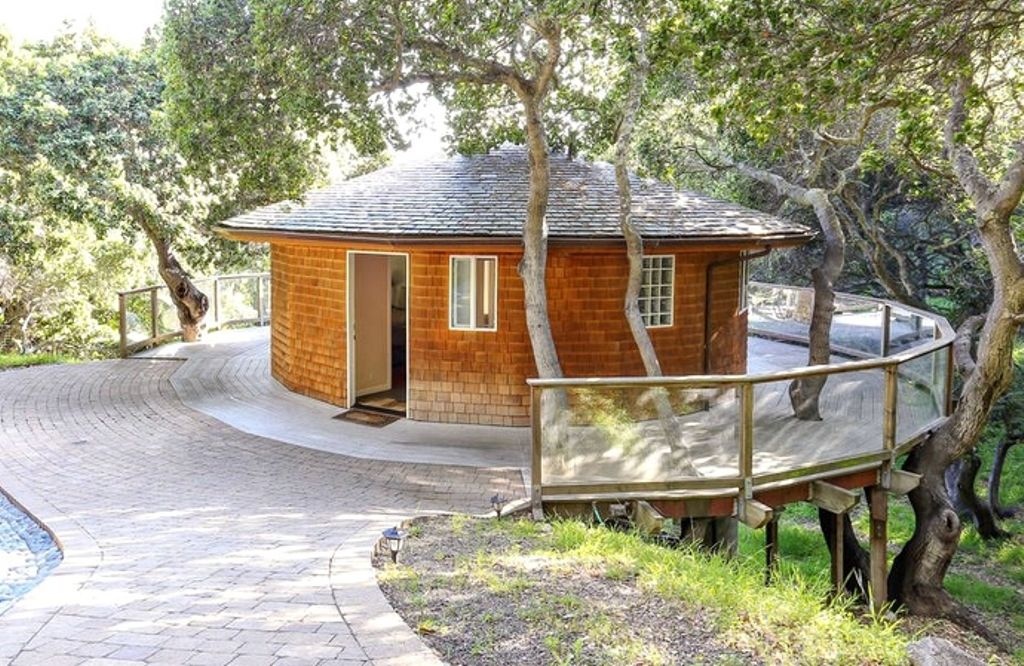 Valentine ideas for husband material start with these California cottage rentals on Valentine's Day 2020