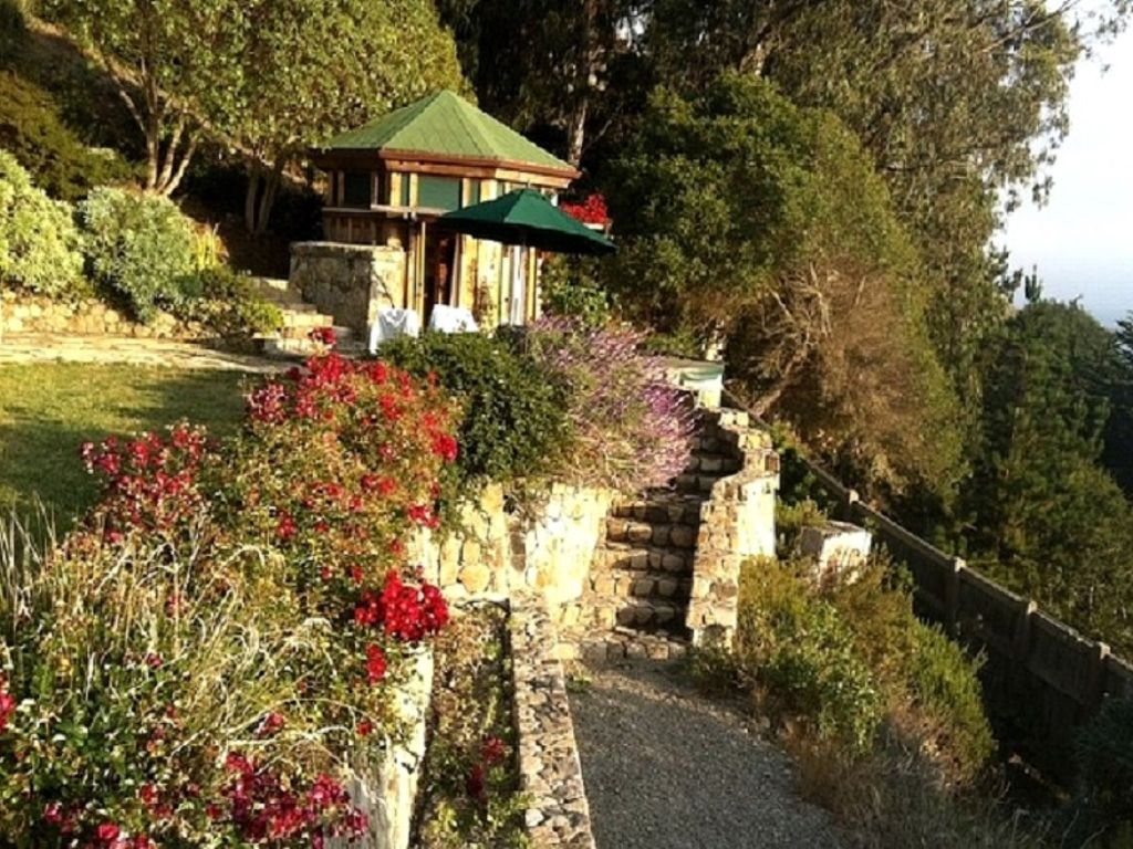 affordable romantic getaways California has to offer for people who love to travel