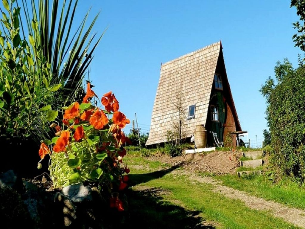 discover the best easter holiday destinations with cabins in cornwall for rent in 2020