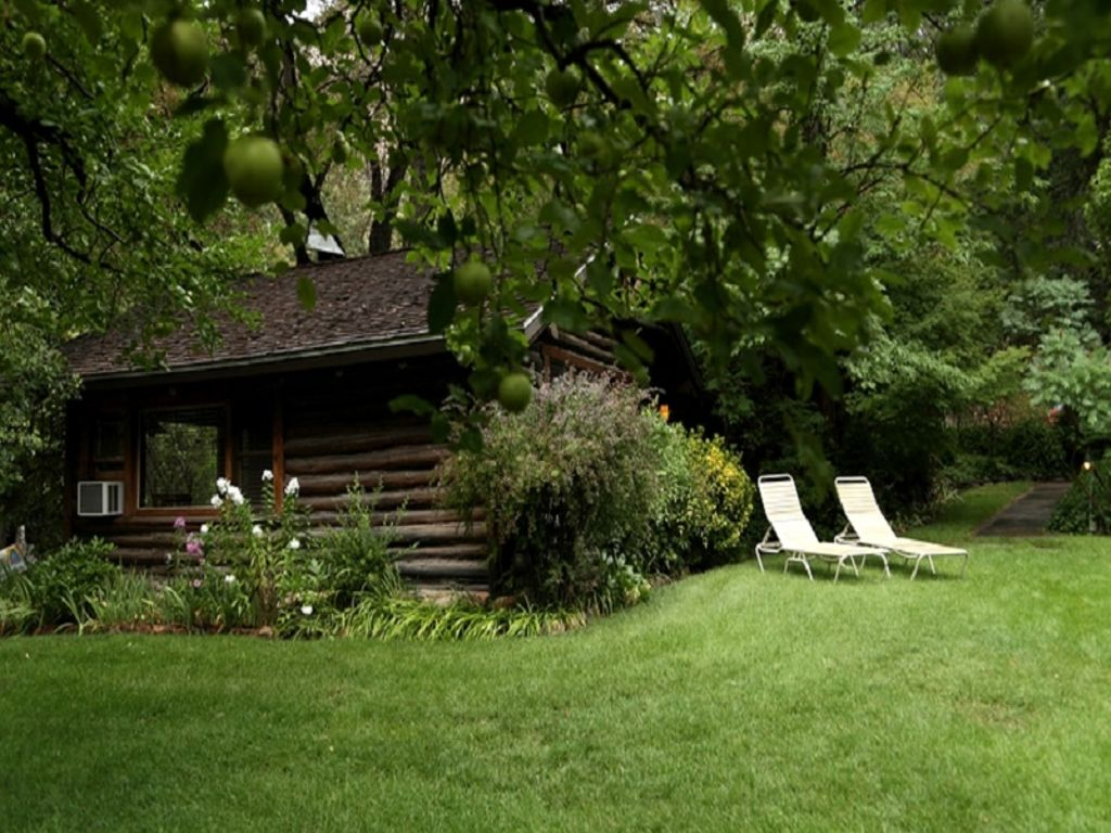 start Grand Canyon vacation planning with these cabins in Sedona, AZ