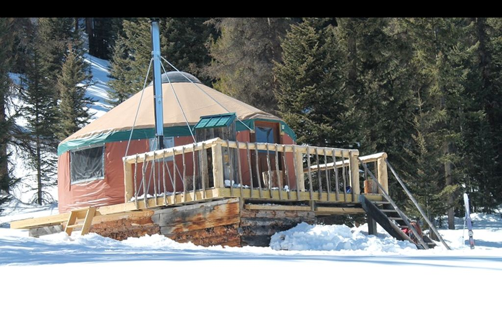 Rustic yurt rental: New Mexico for Santa Fe vacations