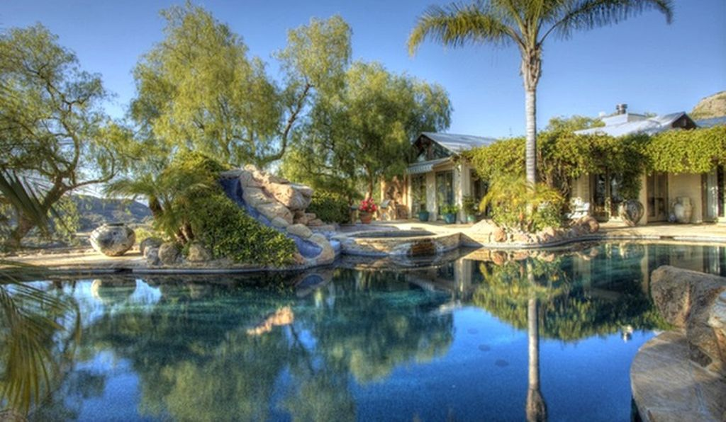 malibu rental in California with luxurious pool for glamping CA
