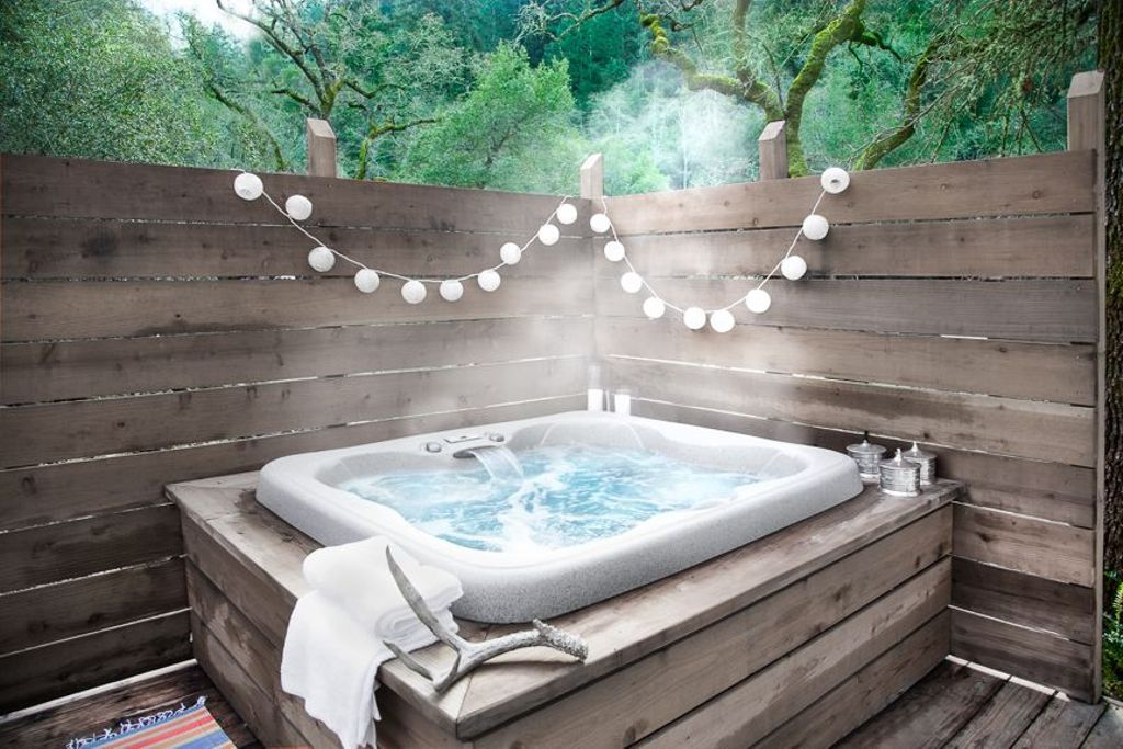Jacuzzi from airstream glamping California, perfect for a Nappa Valley romantic getaway on Valentines 2020