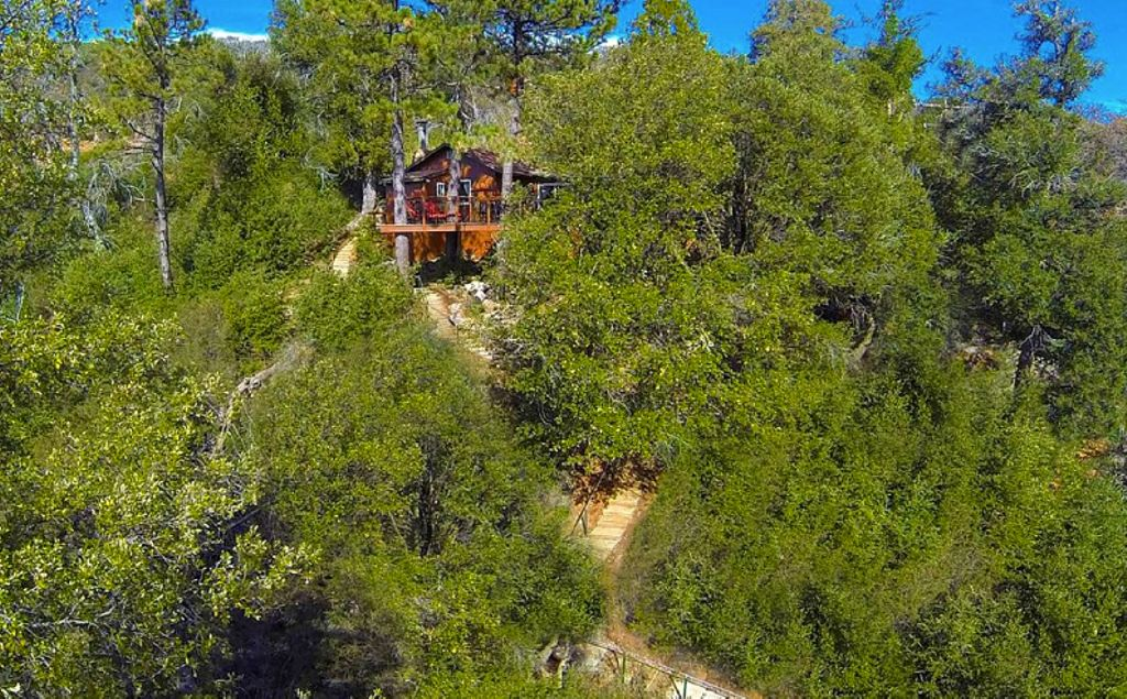 moutnain tree house in Julian, CA and one of the best places to stay in Southern California