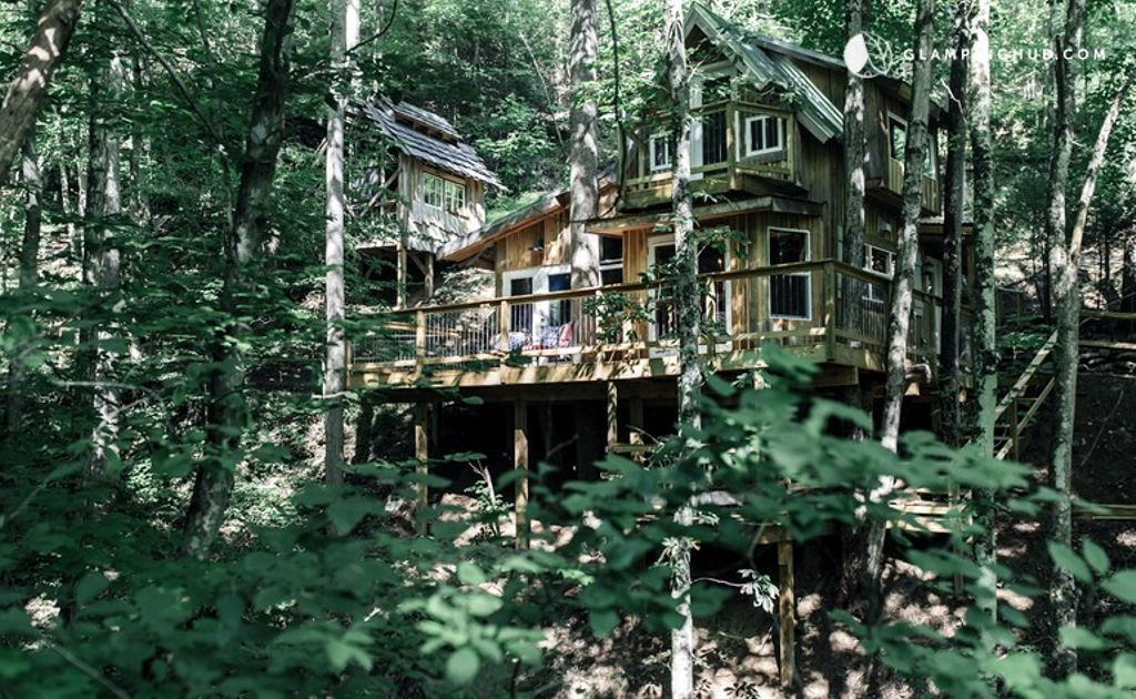 An elevated cabin in the woodlands near Asheville, North Carolina