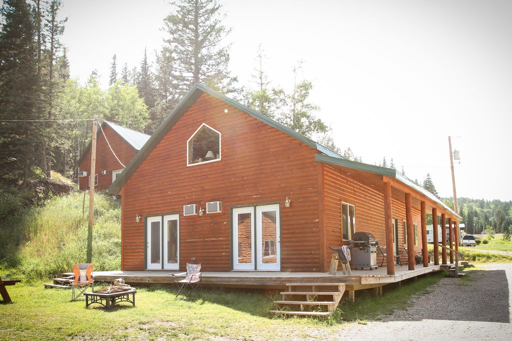 Spacious Cabin Rental for Large Groups in Black Hills National Forest, South Dakota
