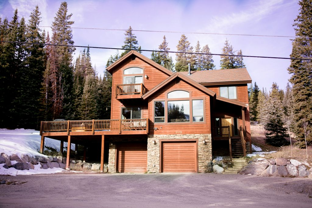 This mountain gtaway is tucked in the alpine forests of Colorado overlooking the Rocky Mountains.