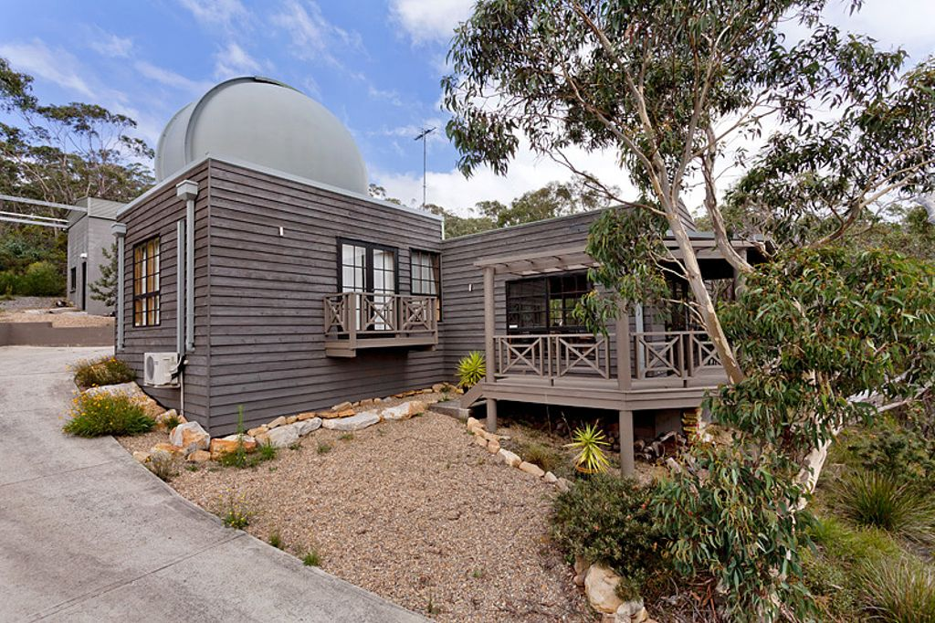 Unique and Rural Cabin Rental with Observatory in Leura, New South Wales