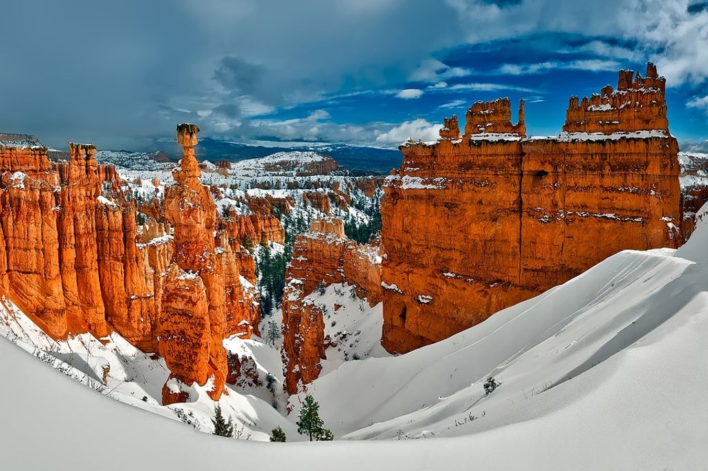 The hoodoos of Bryce Canyon National Park, Utah, covered in snow