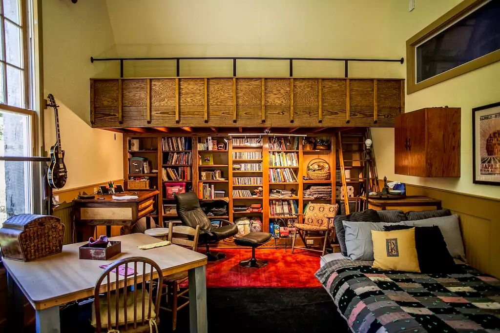 A view of the interior of one of the rooms, including an extensive book library.
