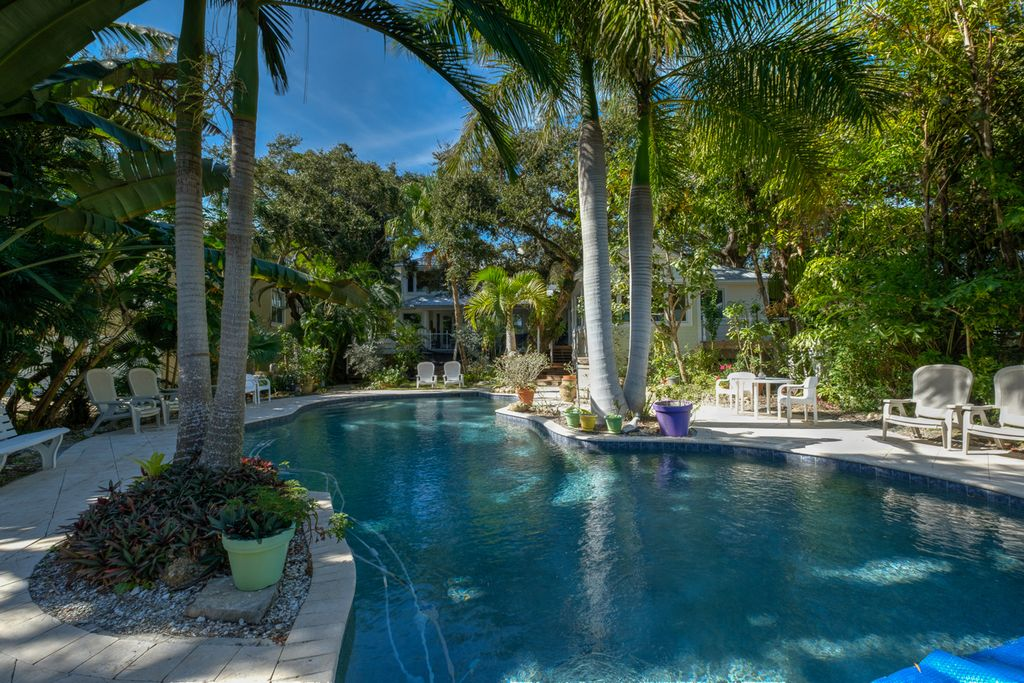 Siesta Key vacation rentals with private pool.