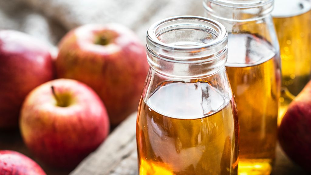 delicious apple cider perfect for campfire snacks and luxury camping getaways in the US