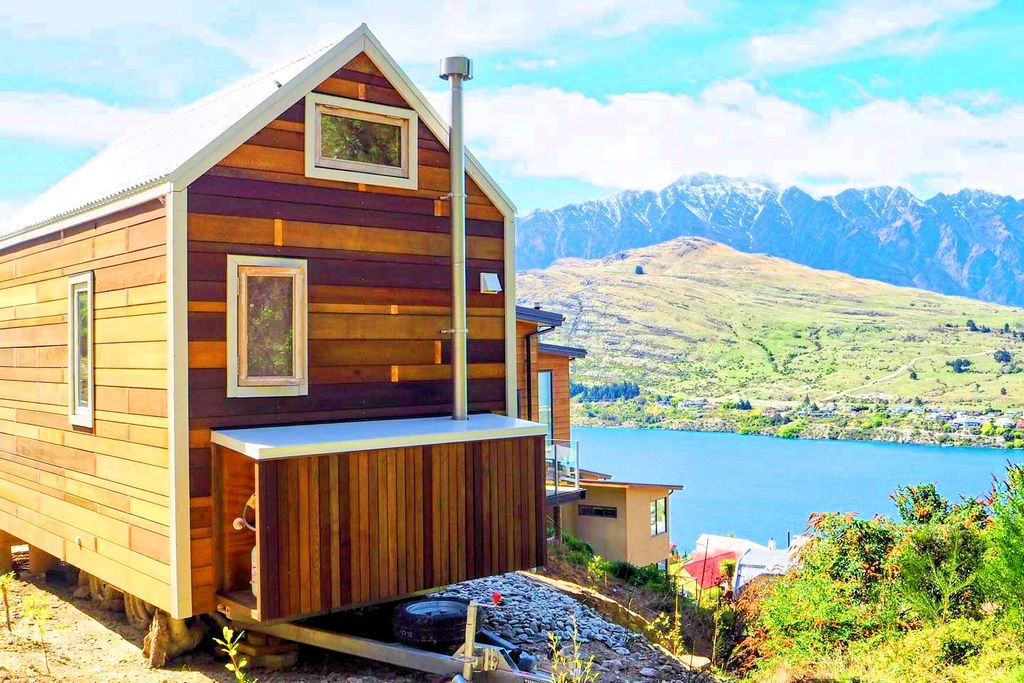 Top destination to travel to on Lake Wakatipu for glamping in december in New Zealand