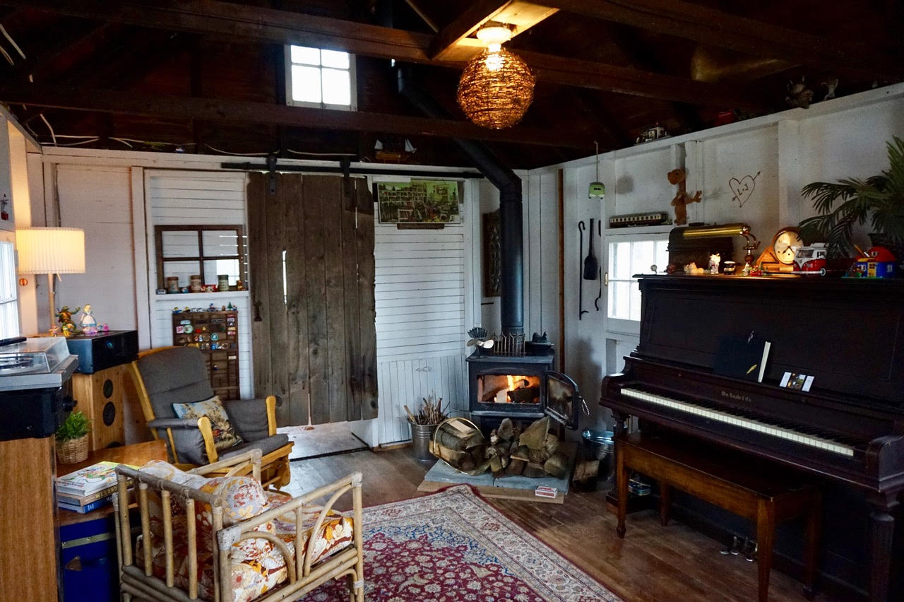 Living room of a Lake Erie cottage rental for a romantic Valentine's Day getaway for couples.