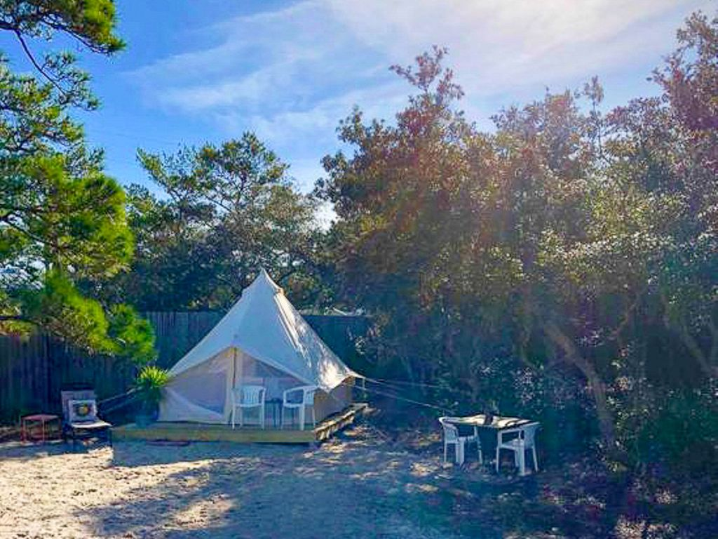 discover what is Mardis Gras with this luxury tent for glamping in Alabama