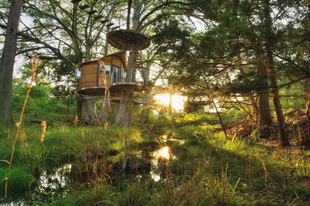 Spring break destinations in Texas: Austin tree house rental overlooking a creek.